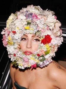 Lady-Gaga-flower-hat
